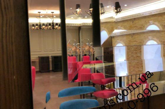 3D зеркала тройные с фасетом в ресторане Balmelli