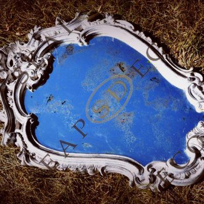 Лот 5l. Состаренное зеркало в гипсовой венецианской раме EXT.2005