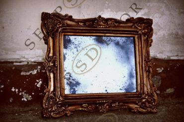 Состаренное зеркало в гипсовой раме.R1. 550Х650 мм