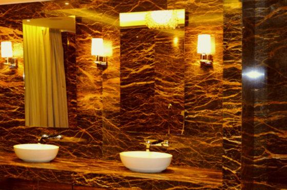 Отель Хилтон. Калённые зеркала и стеклянное ограждение от SEAPS в мировом отеле