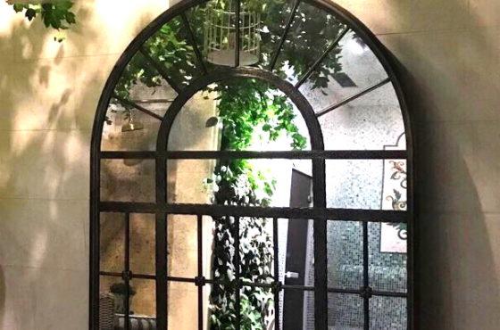 Кованное металлическое состаренное декоративное зеркало в раме