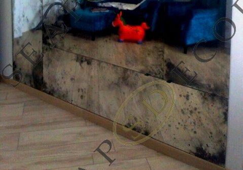 Панно из состаренного зеркала в однокомнатной квартире на Позняках