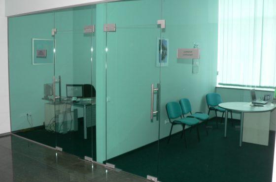 Перегородки и офисные кабинеты торгового центра в Киева