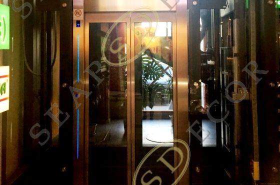 Лифтовая шахта из калённого стекла триплекс 8+8 с ТРЦ Орнамент