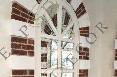 Арочные двери из состаренного зеркала Classic в частном доме