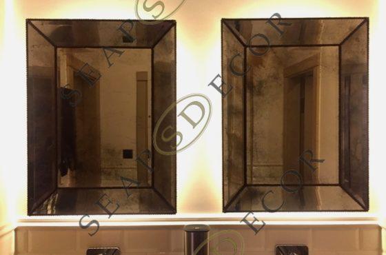 Зеркало в зеркальной раме из состаренного зеркала в санузле ресторана Киева