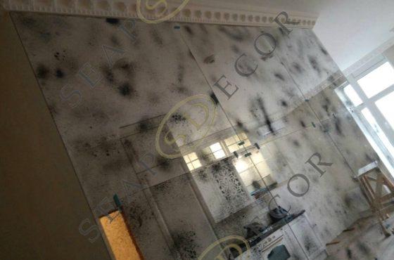 Стена из состаренного зеркала Mramor в квартире на Ломоносова