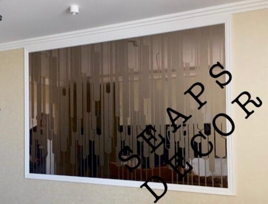 Зеркальное панно из бронзового зеркала с матировкой в квартире