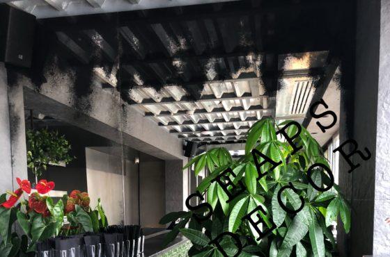 Состаренное зеркало в баре ресторана BURSA на Константиновской 11