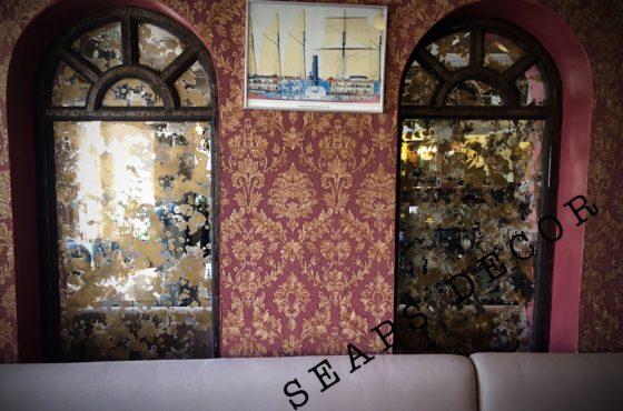 Состаренное зеркало Marmolina в ресторане общественного питания