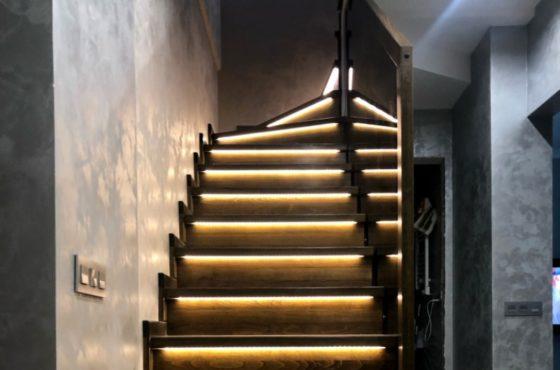 Деревянная лестница из бука с бронзовым стеклом