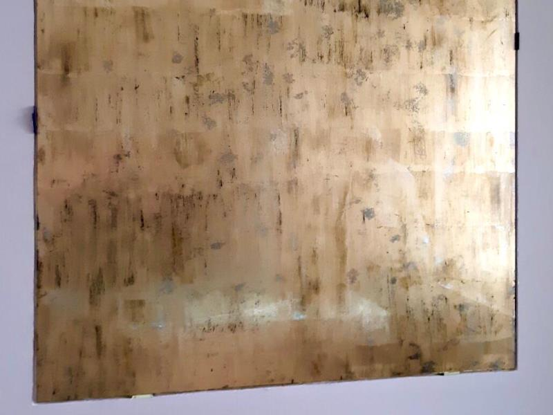 Зеркало золотое Gold Persia в интерьере кухни частного дома