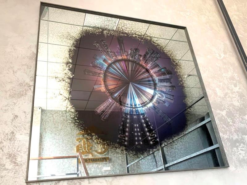Картины за состаренным зеркалом в офисе компании СтандартБуд от SEAPS