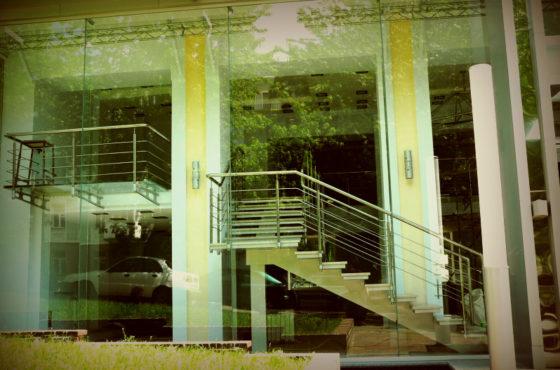 Стеклянный фасад