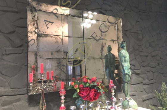 Уникальная конструкция из состаренного зеркала в ресторане Vicini