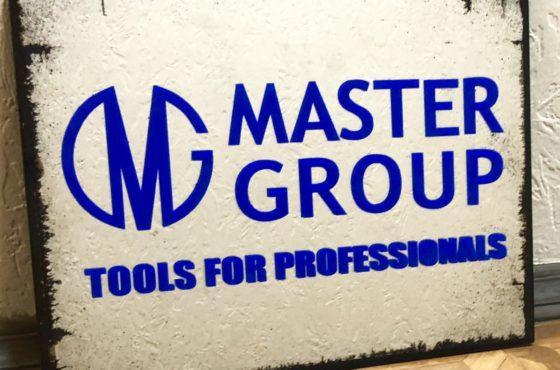 Вывески входные в офисе компаний Master-Group и SEAPS
