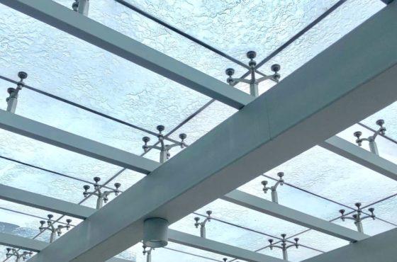 Реконструкция стеклянного фасада и входного козырька из стекла Park Inn Radisson