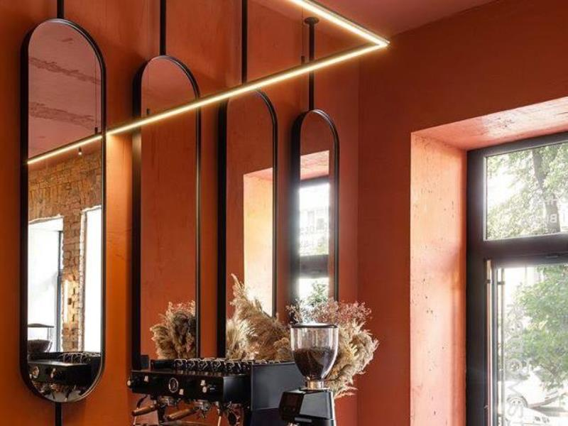 Зеркала Cryptos овальные в чёрных алюминиевых рамах с подсветку