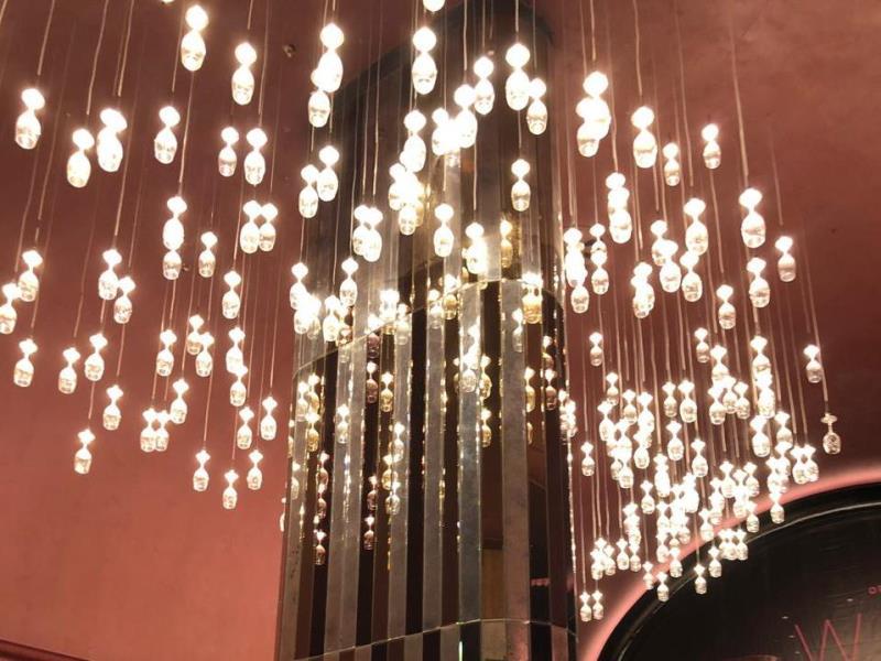 Зеркальная колона высотой 6250 в кинотеатре Multiplex в Gagarin Plaza в Одессе