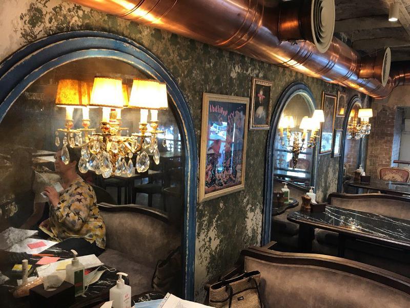 Арки из состаренного зеркала в ресторане MAMMA ITALIA в Одессе