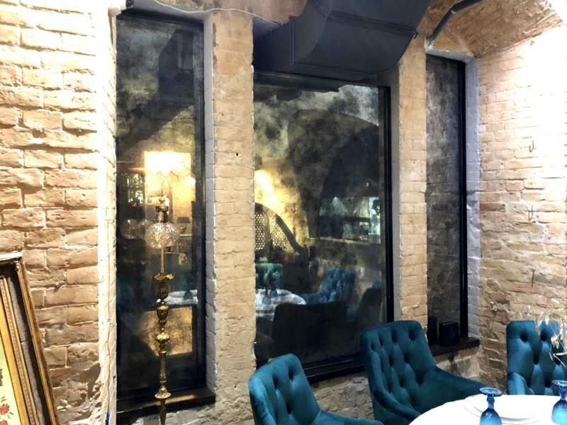 Состаренное зеркало в итальянском ресторане Vino DiVino